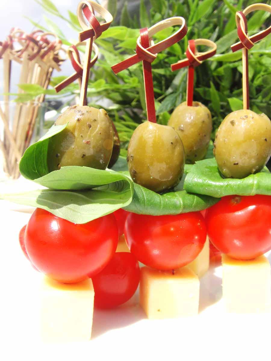 tomaten kaas en olijf hapjes